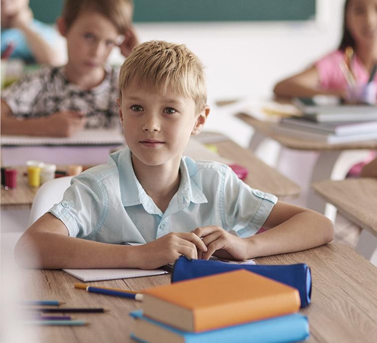 dzieci w szkole - zdjęcie